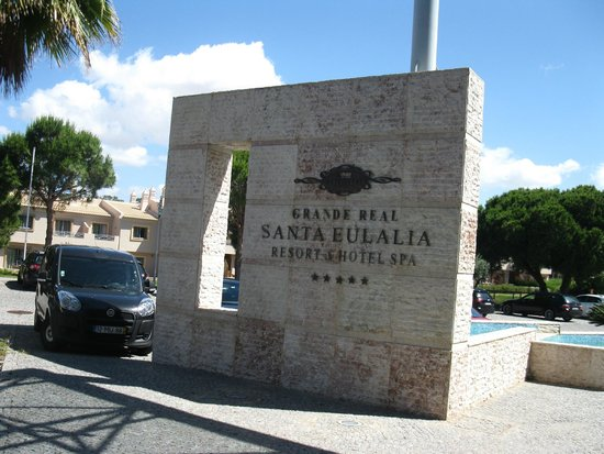 Real Bellavista Hotel & Spa: Outside the hotel entrance area