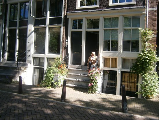 Amsterdam Canal Apartments: Front entrance