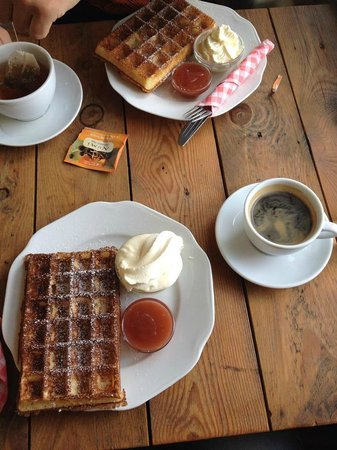 Simbahollin Cafe: Gúrm vöfflur
