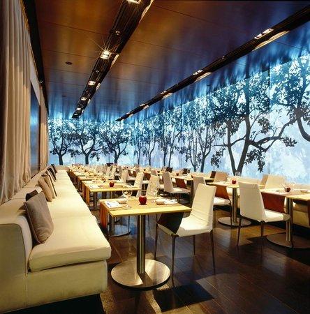 Apple Bar and Restaurant: Ресторан вечером