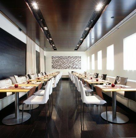 Apple Bar and Restaurant: ресторан днем