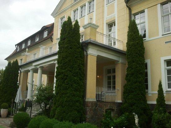 Parkhotel Schloss Wulkow : Hotel Eingang