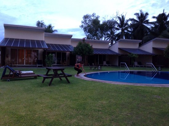 Langkah Syabas Beach Resort: The pool near the beach area... Sorry, you can't swim in the beach...   :-(