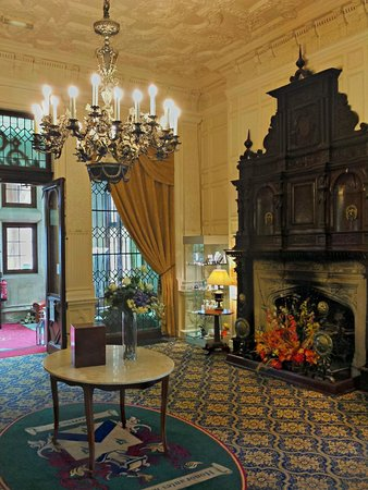 Dumbleton Hall Hotel : The main reception