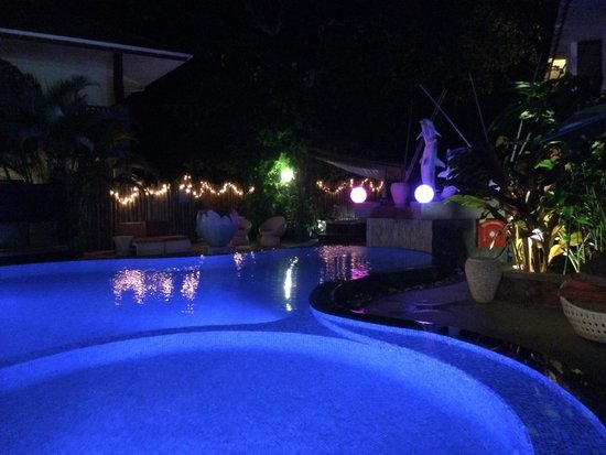 Le Duc de Praslin: Pool area by night