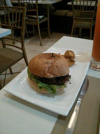 Agico Vegetarian Cafe : Pinoy burger