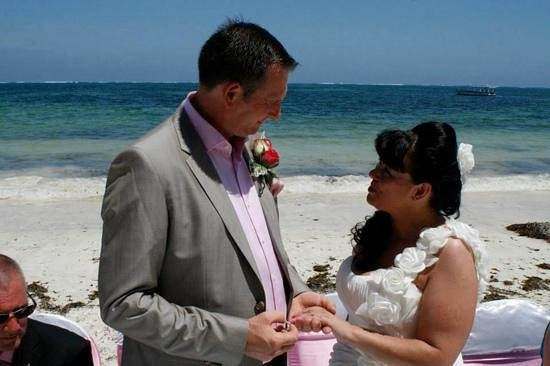 Sarova Whitesands Beach Resort & Spa: the beach wedding