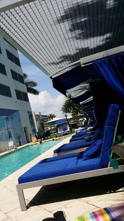 Residence Inn Fort Lauderdale Intracoastal/Il Lugano: Pool area...