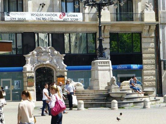 Vorosmarty Square (Vorosmarty ter): Vorosmarty Square