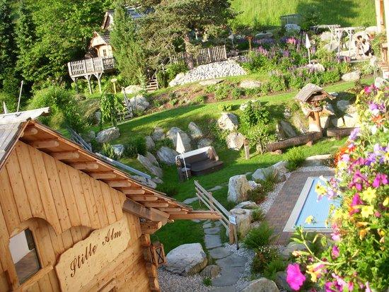 Natur und Wellnesshotel Höflehner: Blick vom Balkon zum Wellnessberreich