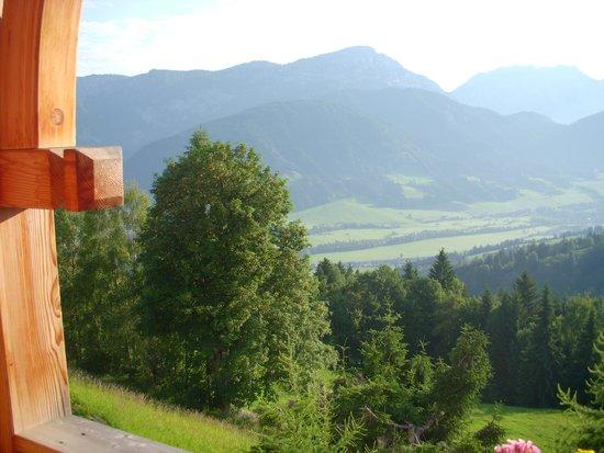 Natur und Wellnesshotel Höflehner: Blick vom Balkon ins Tal