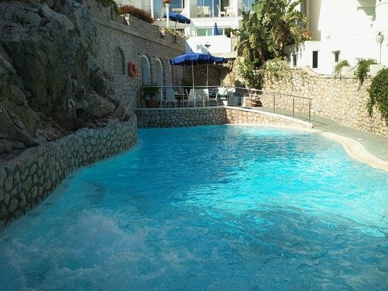 Hotel La Floridiana: Bar & Piscina
