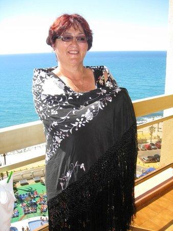 Sunset Beach Club: в испанской шали на балконе