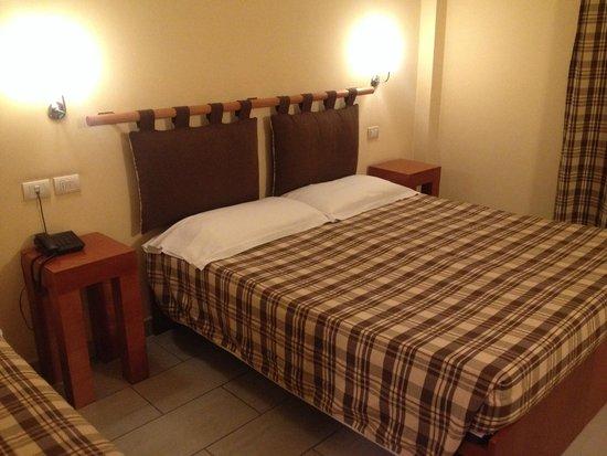 Hotel il Viandante: Room and Bed