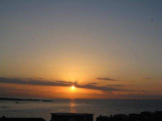 Sunset Beach Club : солнце просыпается