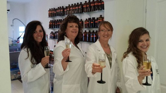 Tijon Perfume Creation Experiences : Toasting our new perfume creations!