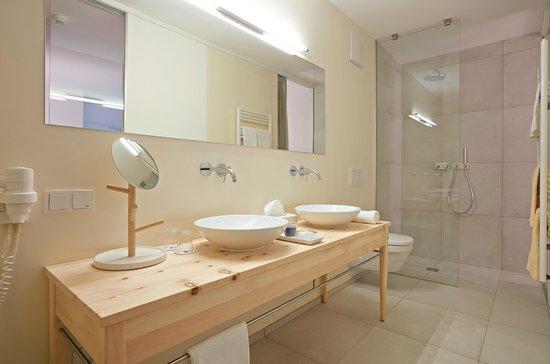 Badezimmer In Der Zirbe-Suite »Apfelgarten«