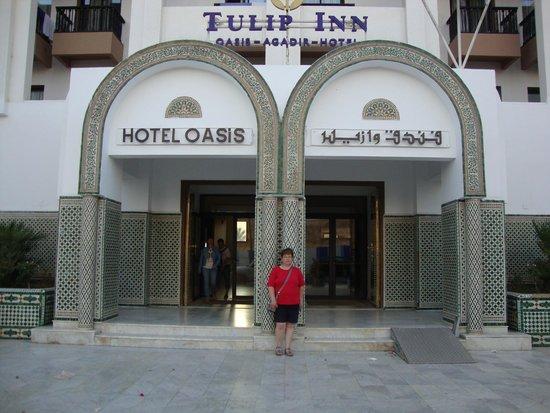 Tulip Inn Oasis : entrée de l'hotel