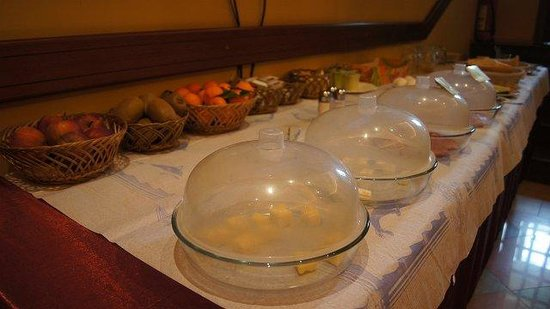 Elysee: Buffet breakfast free