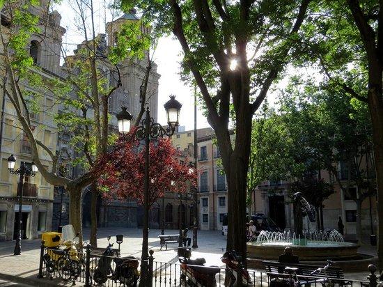 Catalonia El Pilar: Piazzetta antistante l'albergo