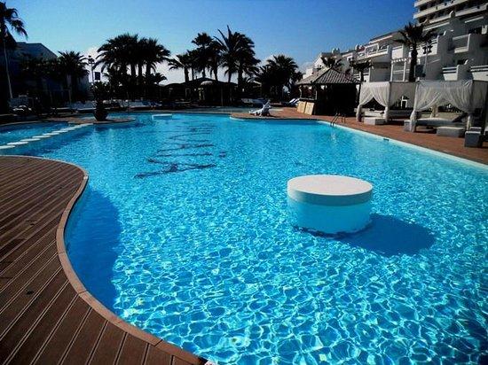 Ushuaia Ibiza Beach Hotel: Территория, бассейн
