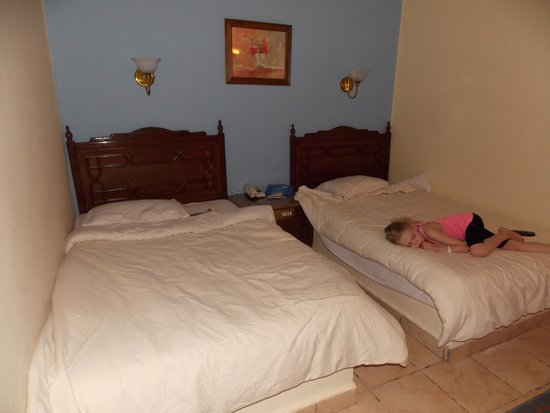 Jasmine Village Hotel : кровати в номере
