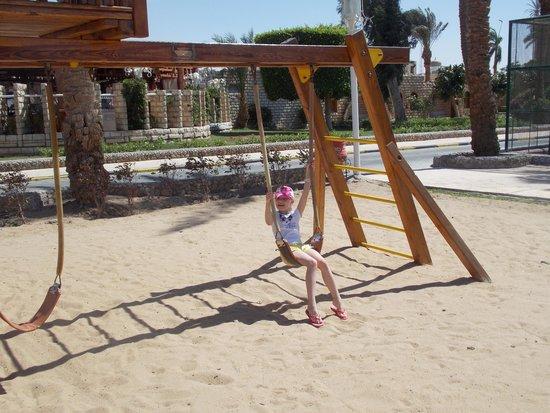 Jasmine Village Hotel : детская площадка