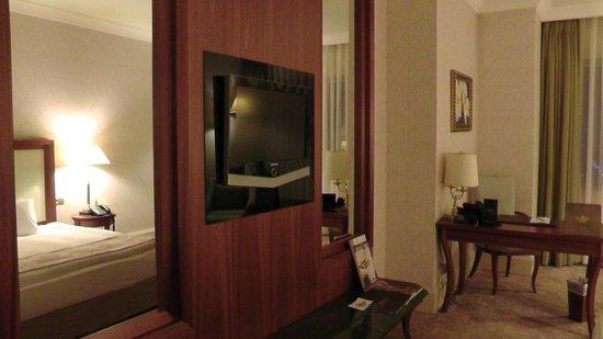 Rixos President Astana Hotel: Parte della stanza