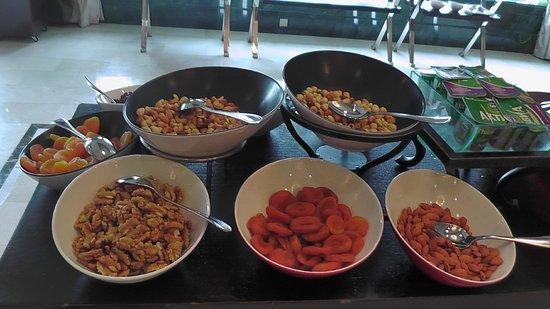 Rixos President Astana Hotel: Frutta secca e disidratata