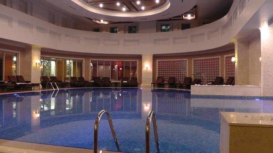 Rixos President Astana Hotel: Piscina nel centro SPA