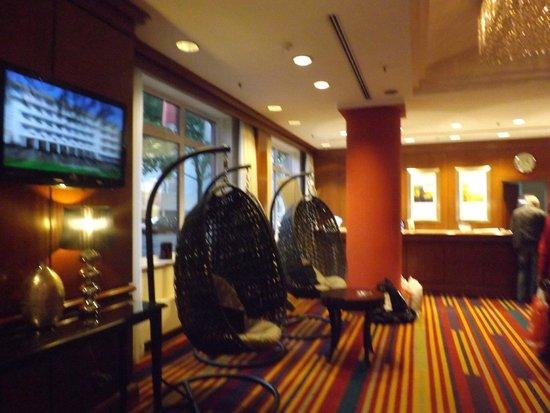 Lindner Hotel City Plaza: Кресла в холле отеля