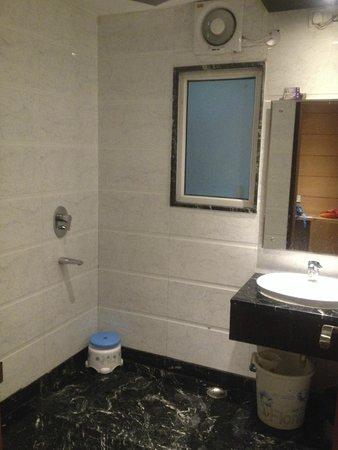 Hotel Krishna: ванная