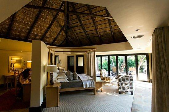Shamwari Game Reserve Lodges : Eagle's Crag Room