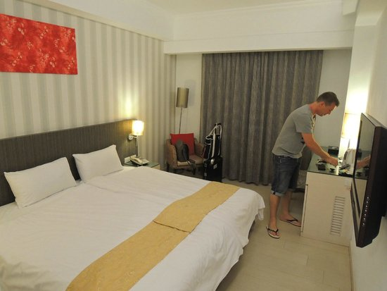 Mola Mola Four Seasons Hotel: Room with two beds combined