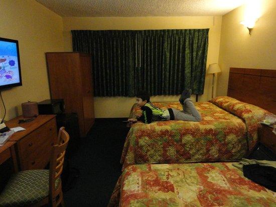 JFK Inn: Hotel Room