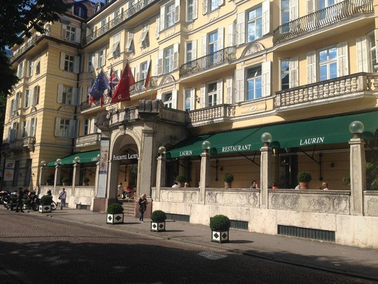 Parkhotel Laurin : Hotel facade