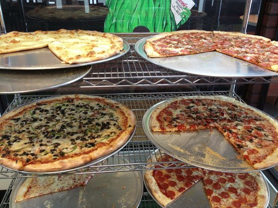 Pizzoni's Pizza: Pizza by the slice until 4pm everyday!