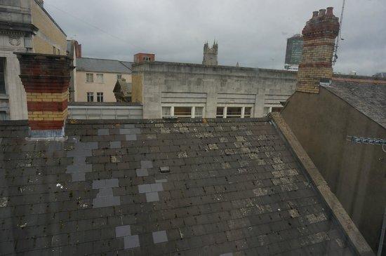 Sandringham Hotel: Вид из окна на крыши