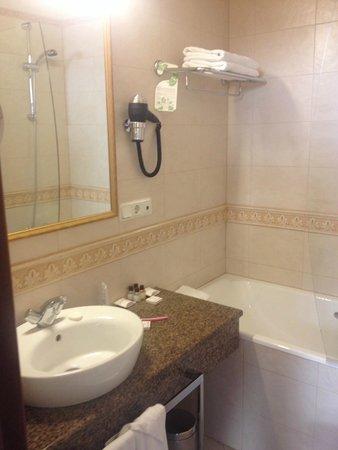 Helvetia Deluxe Hotel : Bathroom