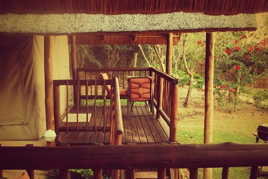 Sabie River Bush Lodge : tavolino e sedie