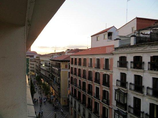 Hotel Francisco I: Calle Arenal vista da finestra stanza