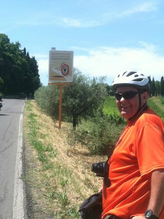 We Like Tuscany: On the way to the winery, a Classico Chianti sign!  We are headed in the right direction!!!