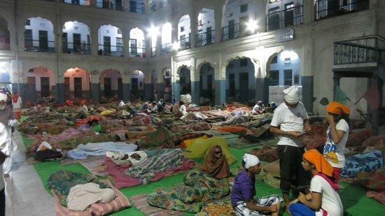 Goldener Tempel (Hari Mandir): pilgrims sleeping in the temple complex