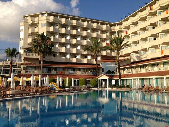 Febeach Hotel Side: Hotel mit Pool