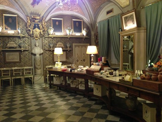 Pharmacy of Santa Maria Novella: purchase the best natural products for skin