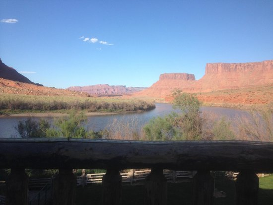 Red Cliffs Lodge : Spectacular view of the Colorado River off dining deck