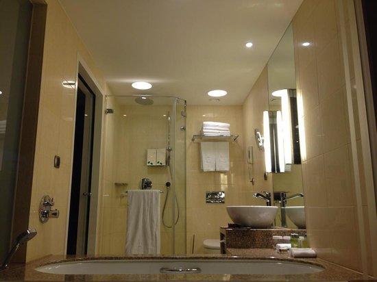 Hotel Okura Amsterdam: Bathroom