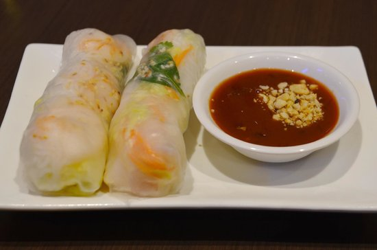 Le's Vietnamese Street Food Restaurant: Rice paper Rolls with Prawn