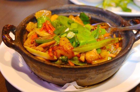 Le's Vietnamese Street Food Restaurant: South Vietnamese Claypot with Pork