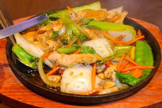 Le's Vietnamese Street Food Restaurant: Stir Fried Vegetables with chicken, ginger & garlic